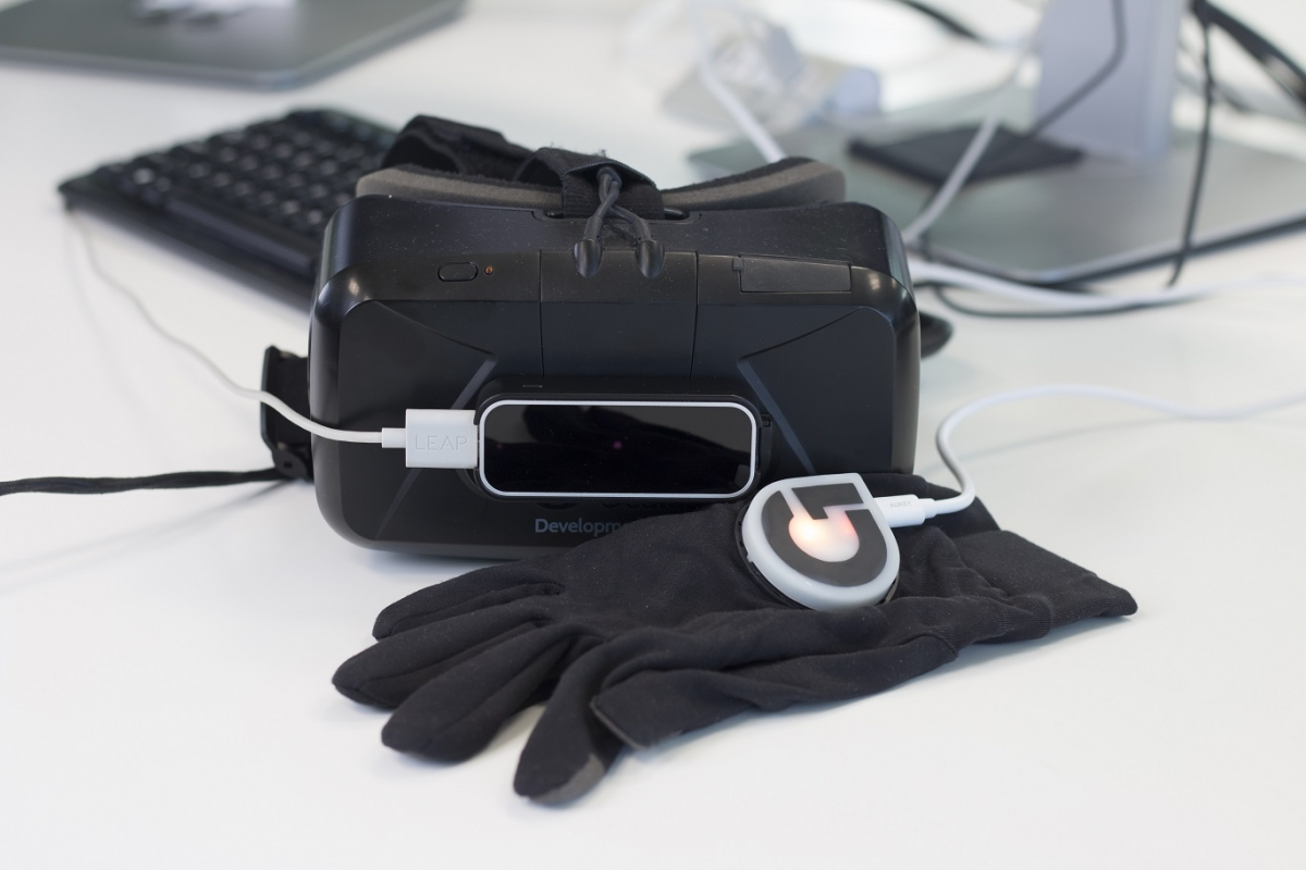 virtual reality glove haptic surgery