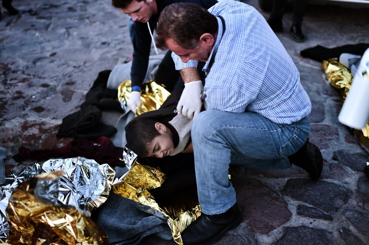 Refugee crisis: 21 people killed in two shipwrecks off ...