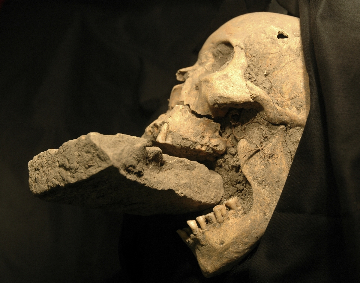 italy vampire burial