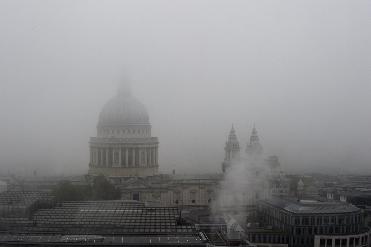 UK fog flights delayed