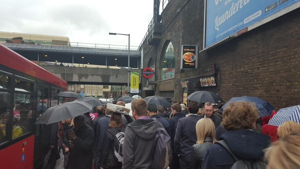 Dlr Strike Travel Chaos As London Bridge Closed And Jubilee And Northern Line Overflows