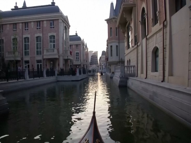 A fake Venitian canal in China