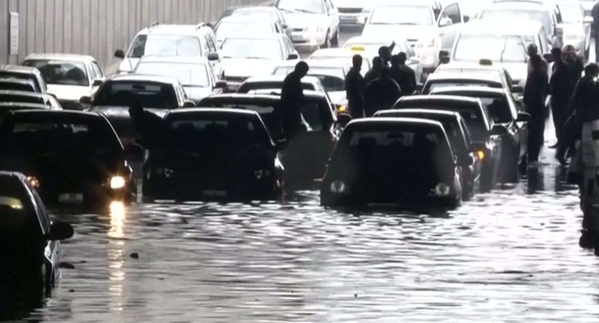 Jordan: Heavy rain causes flooding chaos in Amman