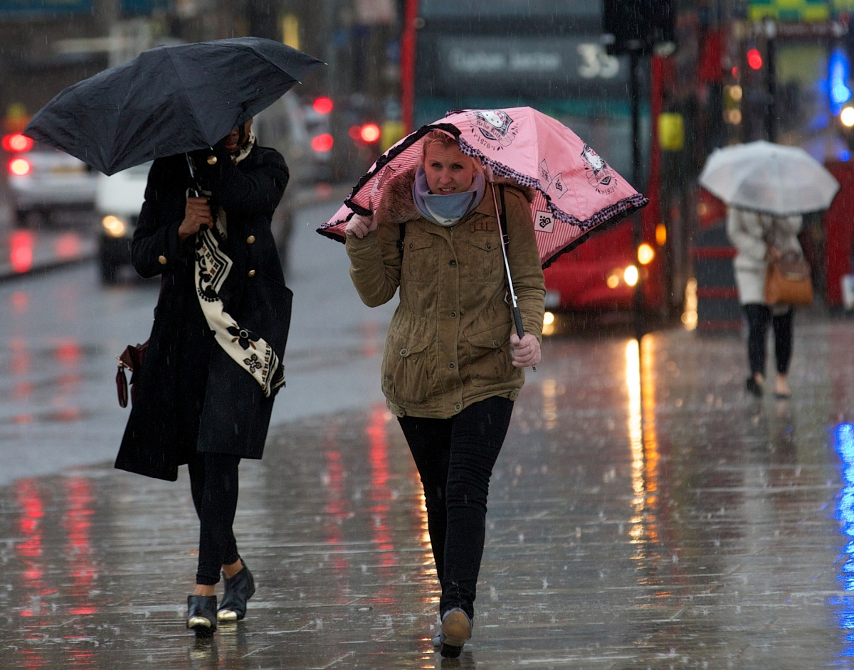 Strong wind and rain in the UK
