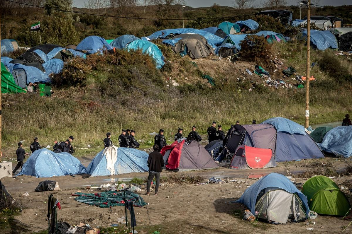 Calais police migrants camp