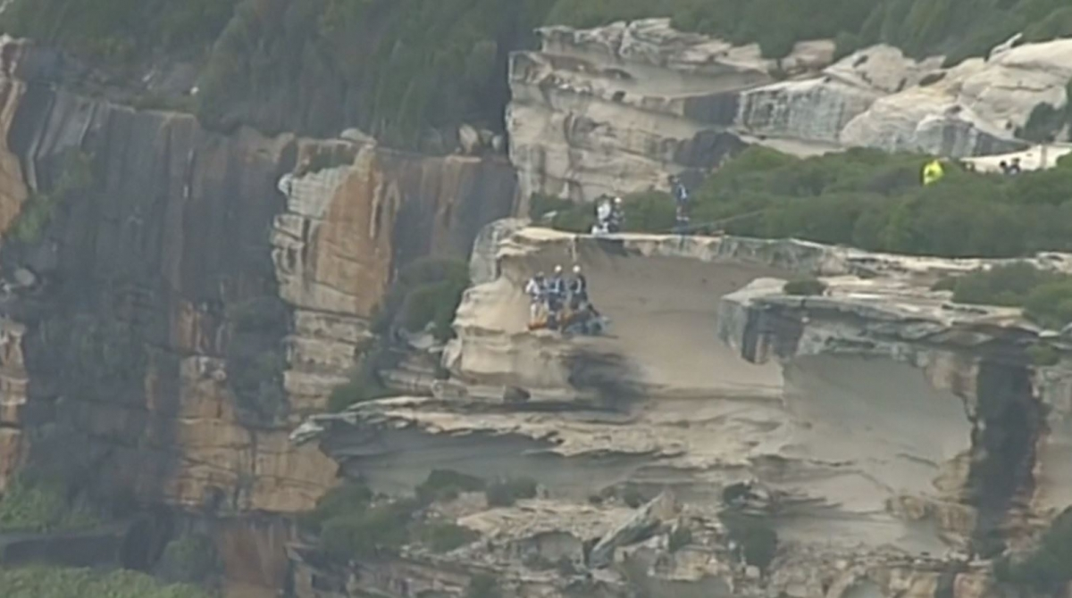Australia: Footage shows dramatic cliff top rescue