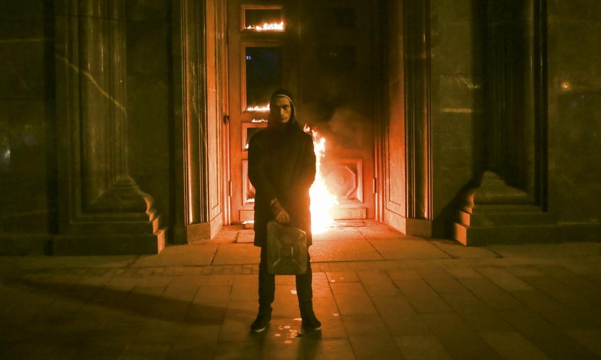 Pyotr Pavlensky set fire to the doorofthe
