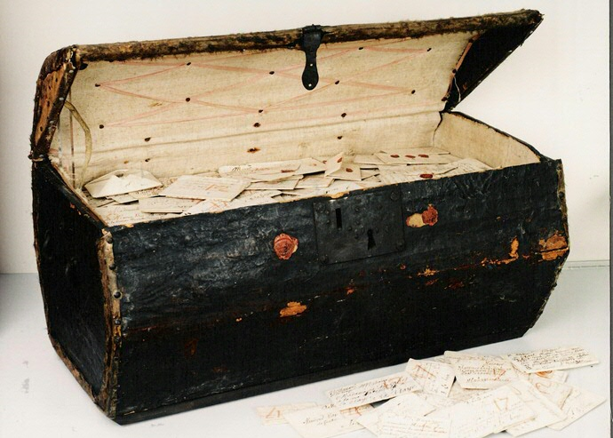 letter chest hague