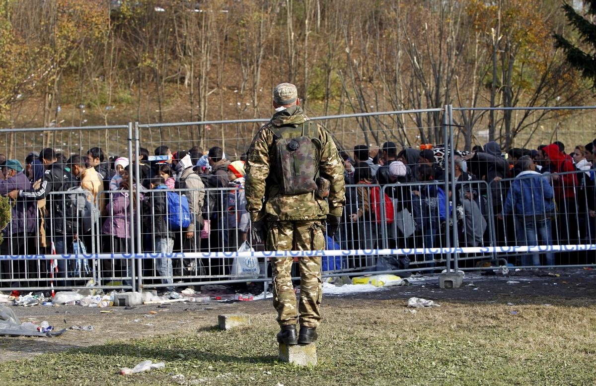 Slovenia border fence migrant crisis