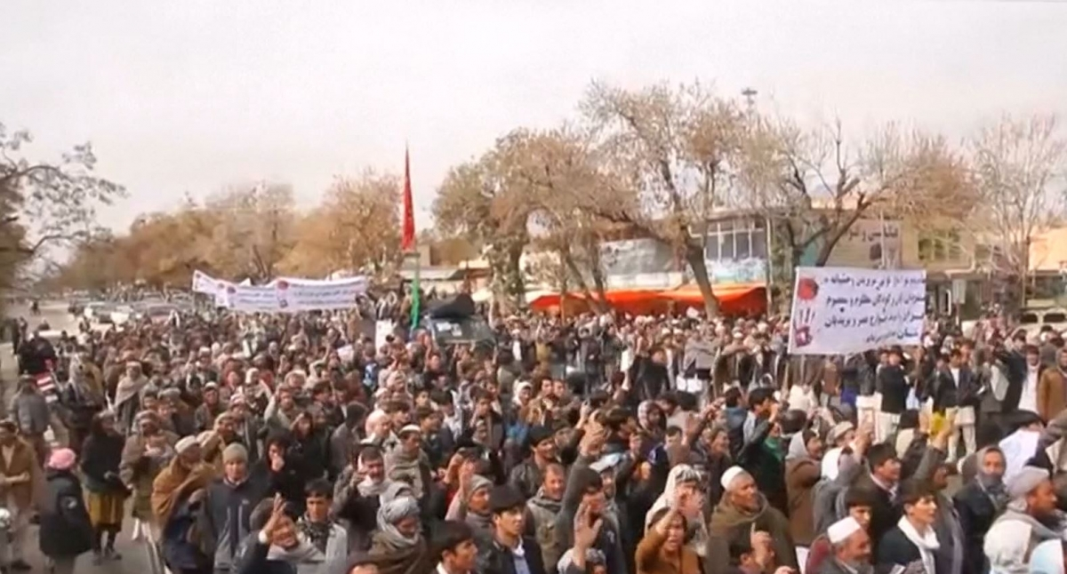 Thousands protest after IS murders