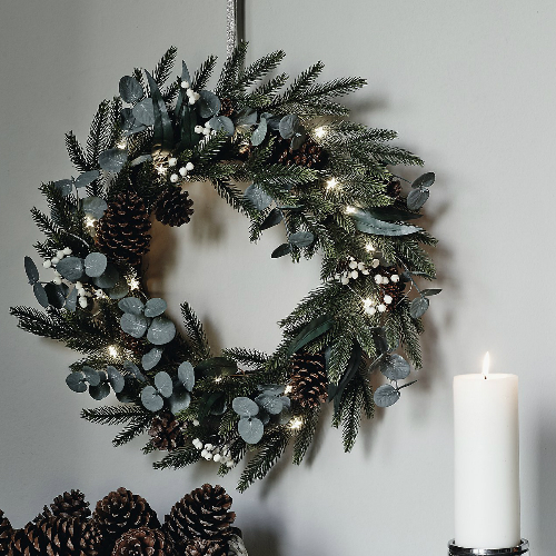 Christmas Wreaths Bring The Festive Spirit To Your Home