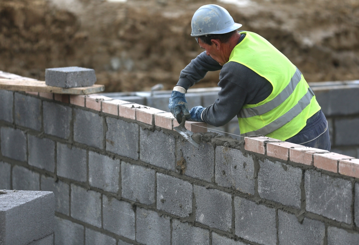 Uk Economy Construction Industry Output Falls But