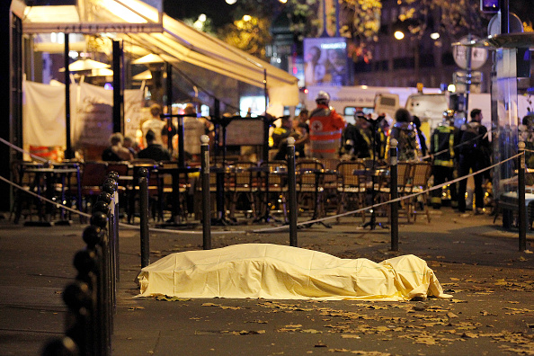 Paris attacks: Dramatic images and video of carnage on the streets ...