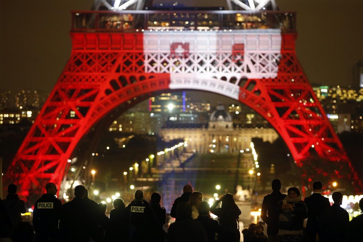 Paris attacks Eiffel Tower
