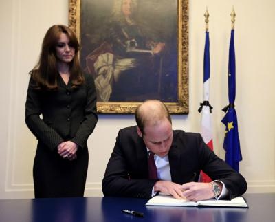 Paris attacks Prince William and Kate Middleton sign nos plus sincres condolances