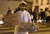 Muslim man shows solidarity with Paris victims