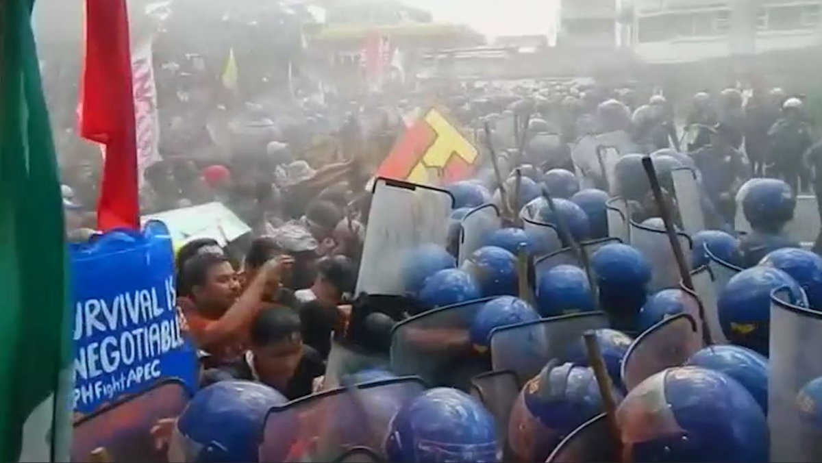 Riot police battled with protesters in Manila