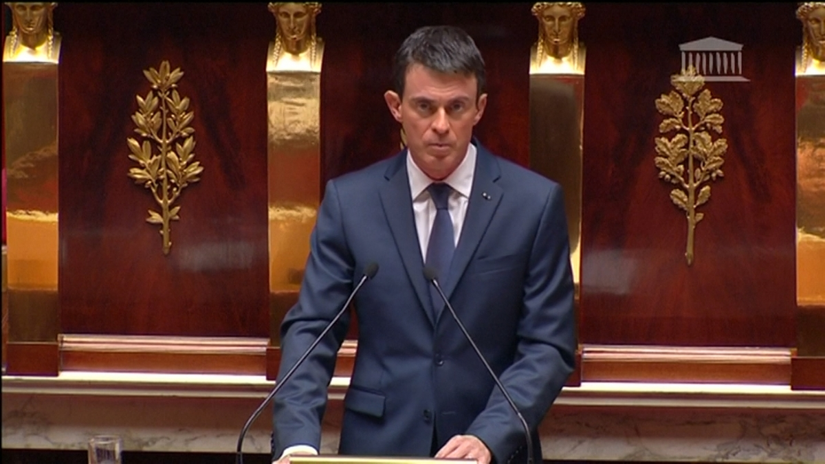 French PM Valls warns of possible chemical or biological attack