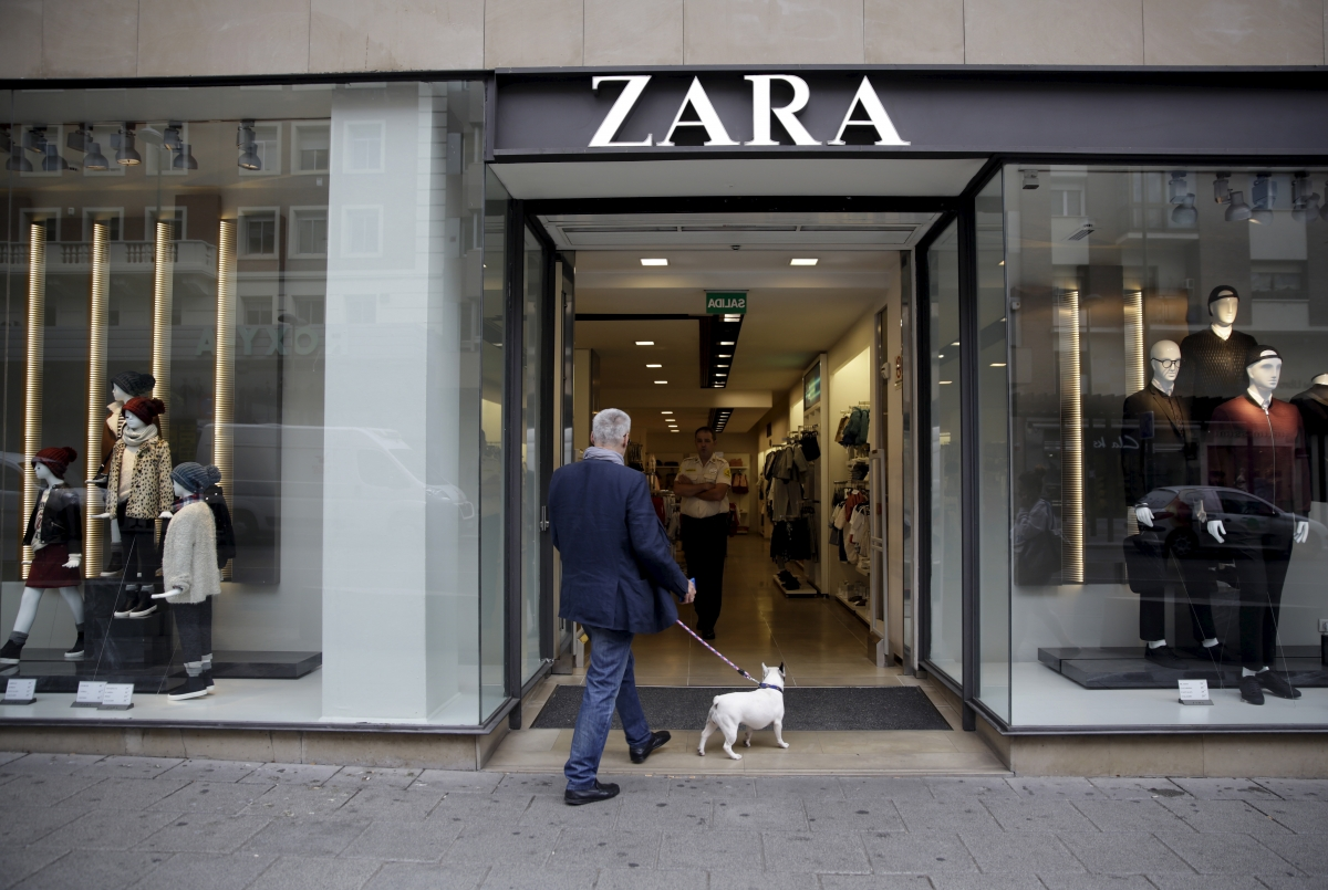 muslim woman wearing hijab denied entry at zara store in paris. Black Bedroom Furniture Sets. Home Design Ideas