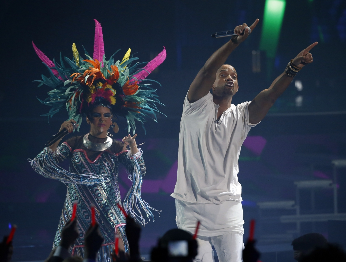 """Bomba Estereo performs """"Fiesta"""" with actor Will Smith"""