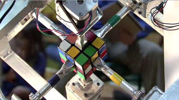 Zackary Gromko's robot solves Rubik cube