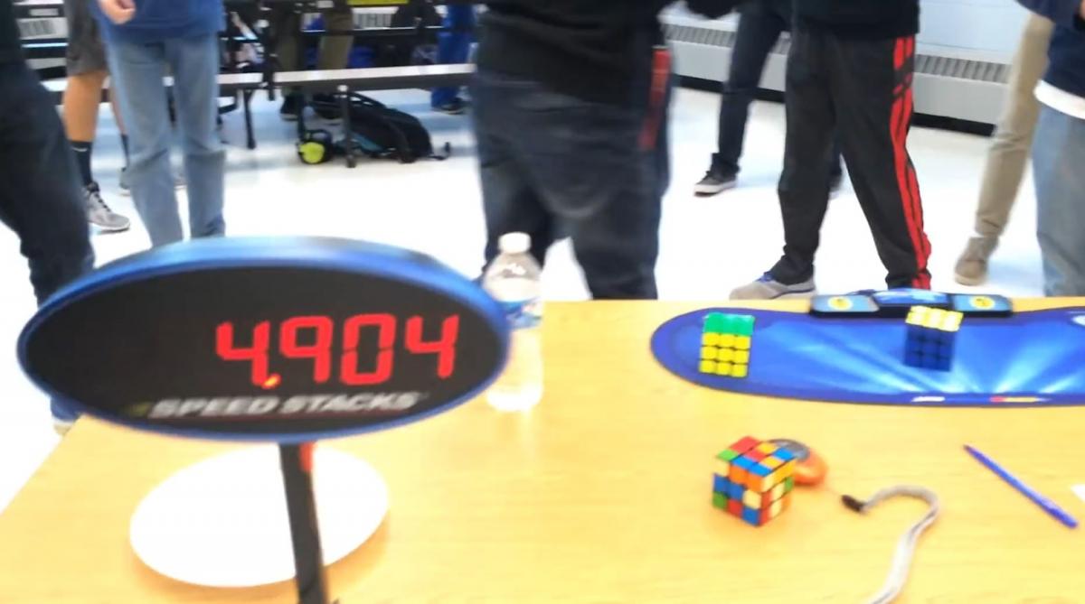 Teenager smashes Rubix's cube world record