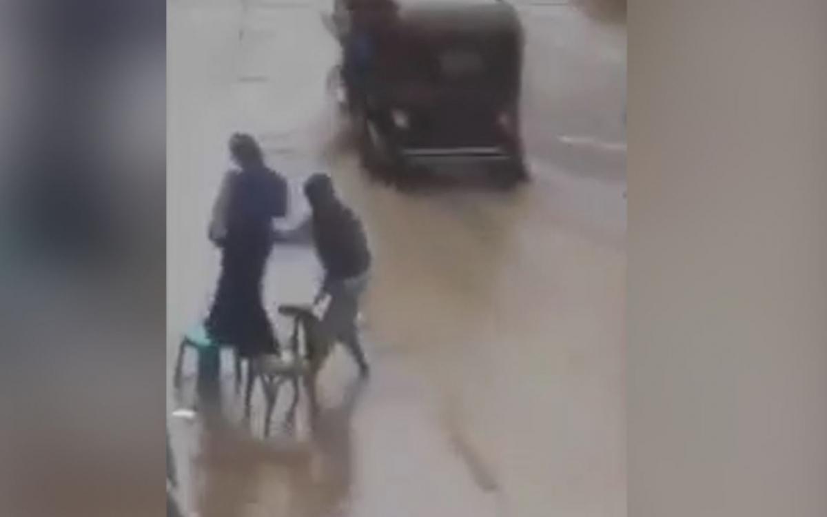 'Best husband ever' helps wife cross road
