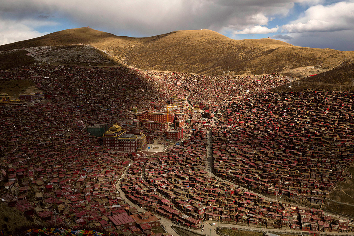 Stunning photos of Tibetan Buddhist monks and nuns at the Utmost Bliss Dharma Assembly