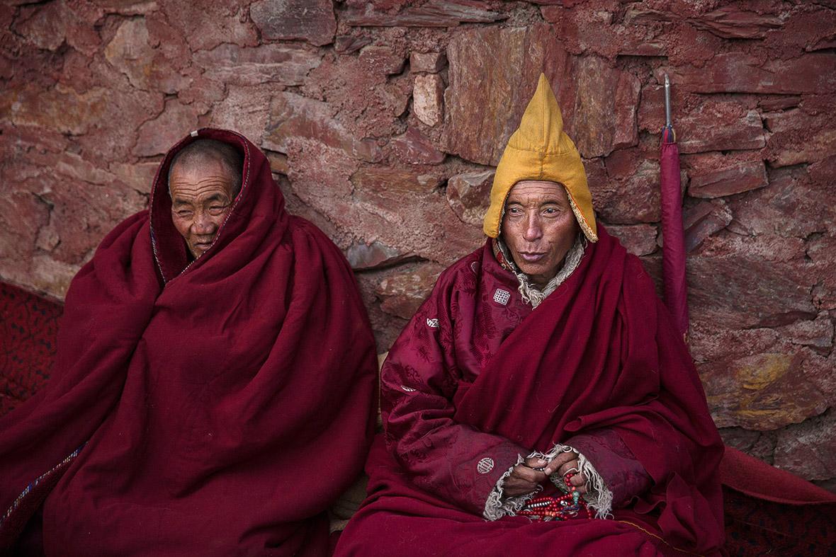 Tibetan Monk Praying   www.pixshark.com - Images Galleries ...