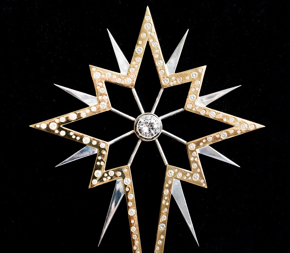 . World s most expensive Christmas tree star for sale at  615 000