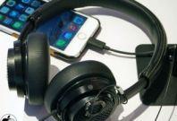 iPhone 7 with Lightning headphone set