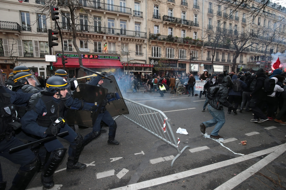 Protesters clash with French police