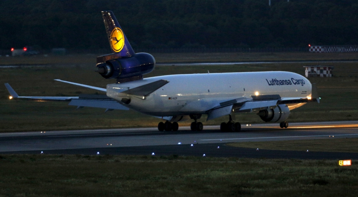 Lufthansa signs agreement with Verdi on pay for about 33,000 ground personnel