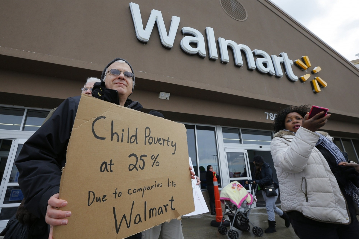 Walmart employees protect low wages