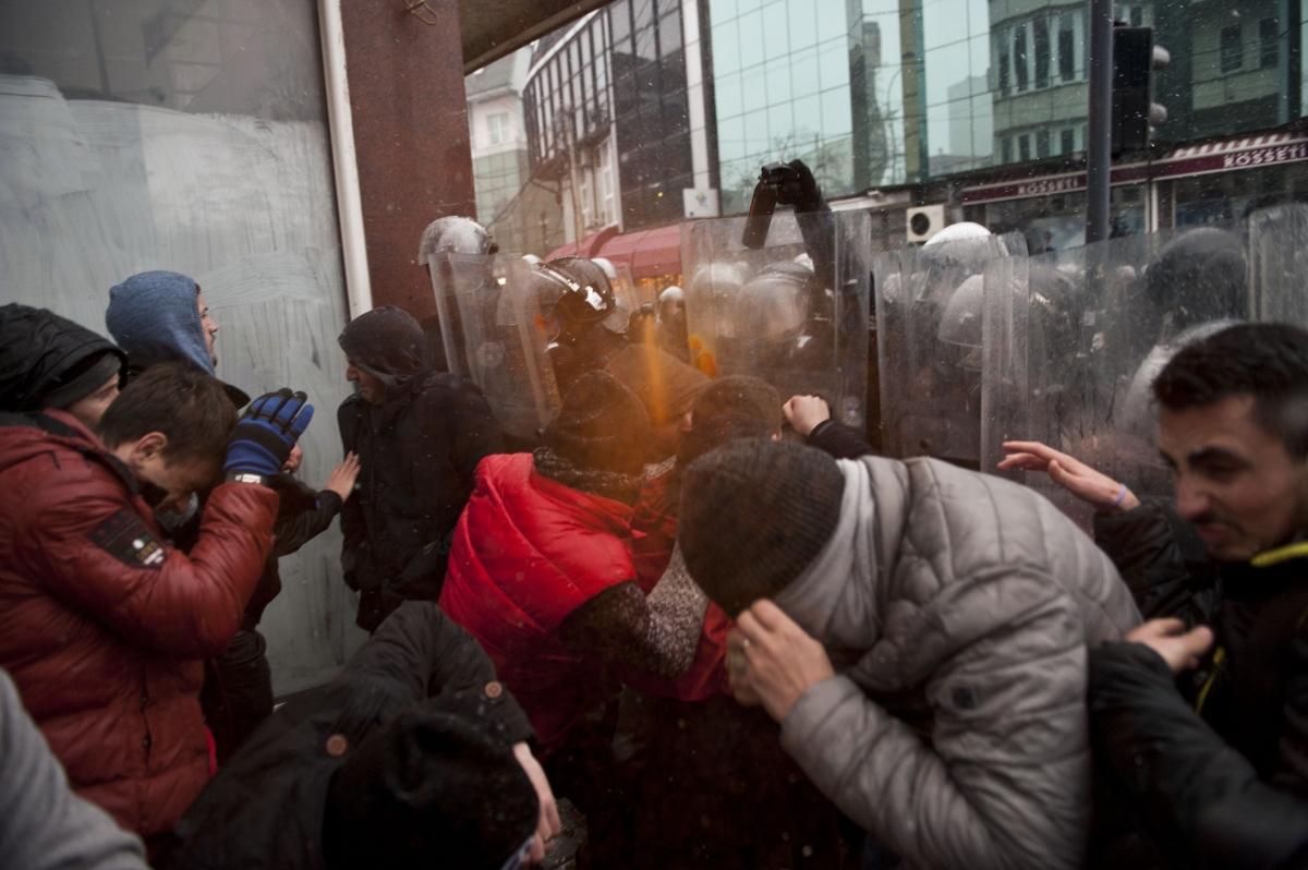 Kosovar policemen spray teargas