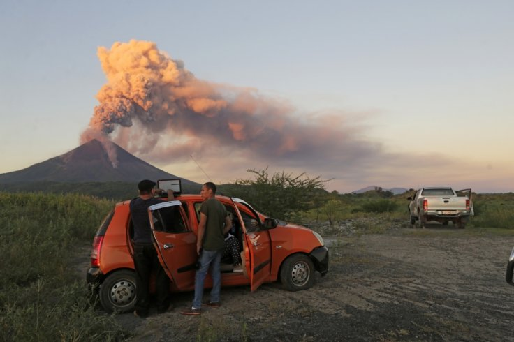 Momotombo volcano erupting in Papalonal