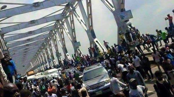Pro-Biafra protests on Niger Bridge