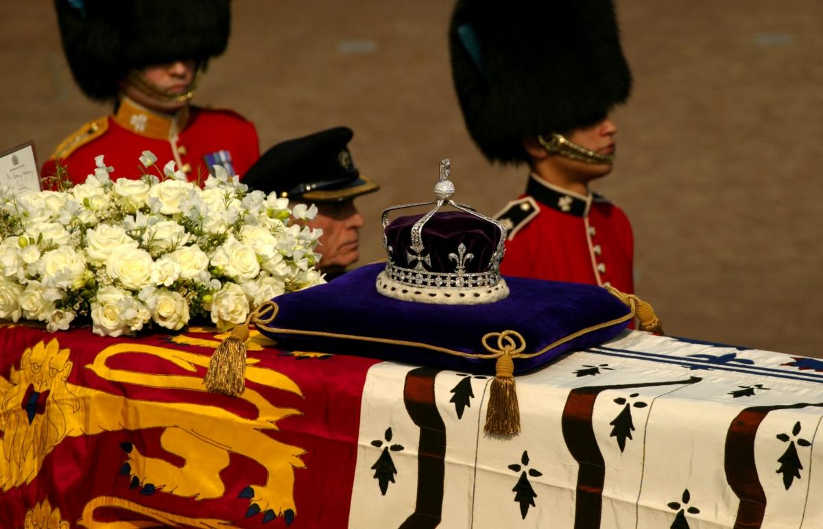 Koh-i-Noor diamond on Queen Mother's coffin