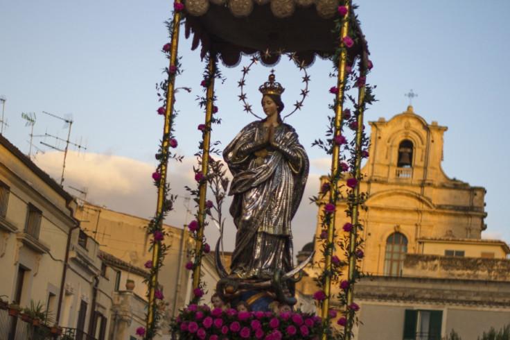 Madonna parade mafia sicily