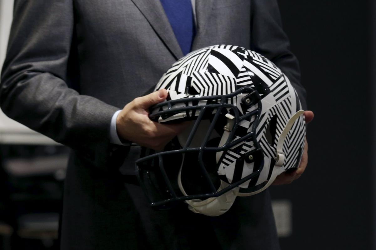 Shock-absorbing helmet
