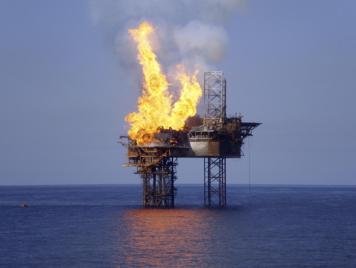 Azerbaijan oil rig fire
