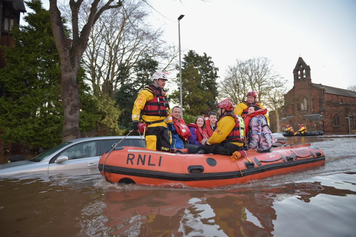 Storm Desmond prompts rescue efforts