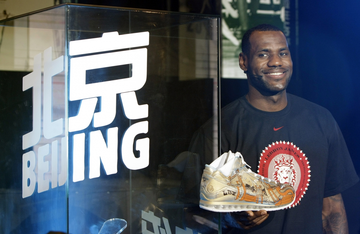 Nike signs lifetime deal with LeBron James of Cleveland Cavaliers