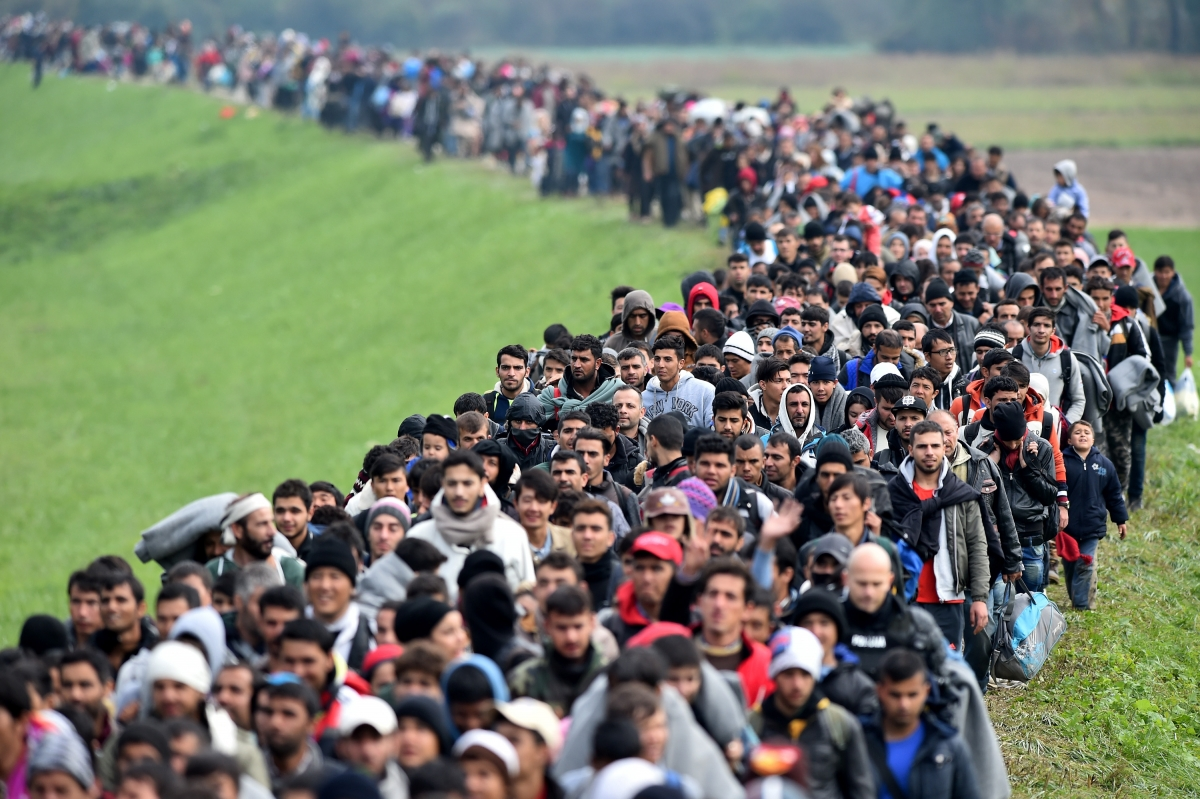 Refugees and migrants enter Slovenia in October