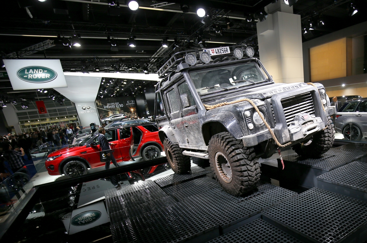 Jaguar Land Rover will stop production of its iconic 'Land Rover Defender' in early 2016