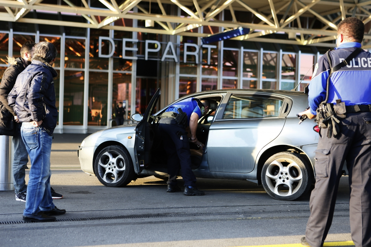 Geneva police search for terrorists