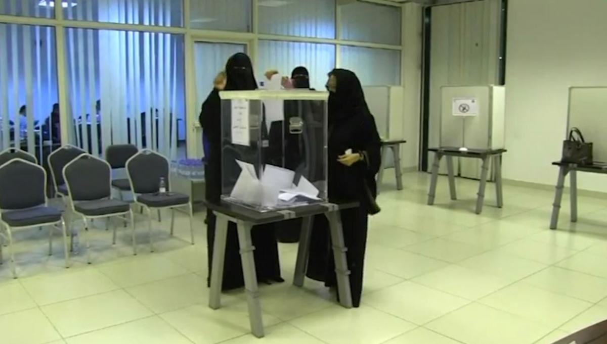 Women vote in historic Saudi Arabia election