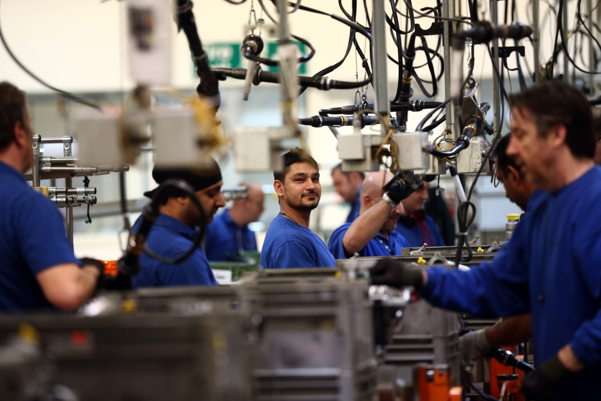 UK manufacturing faces pressure in 2016