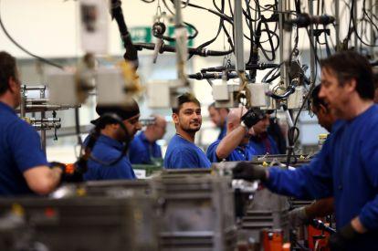 UK manufacturing faces pressure in 2016