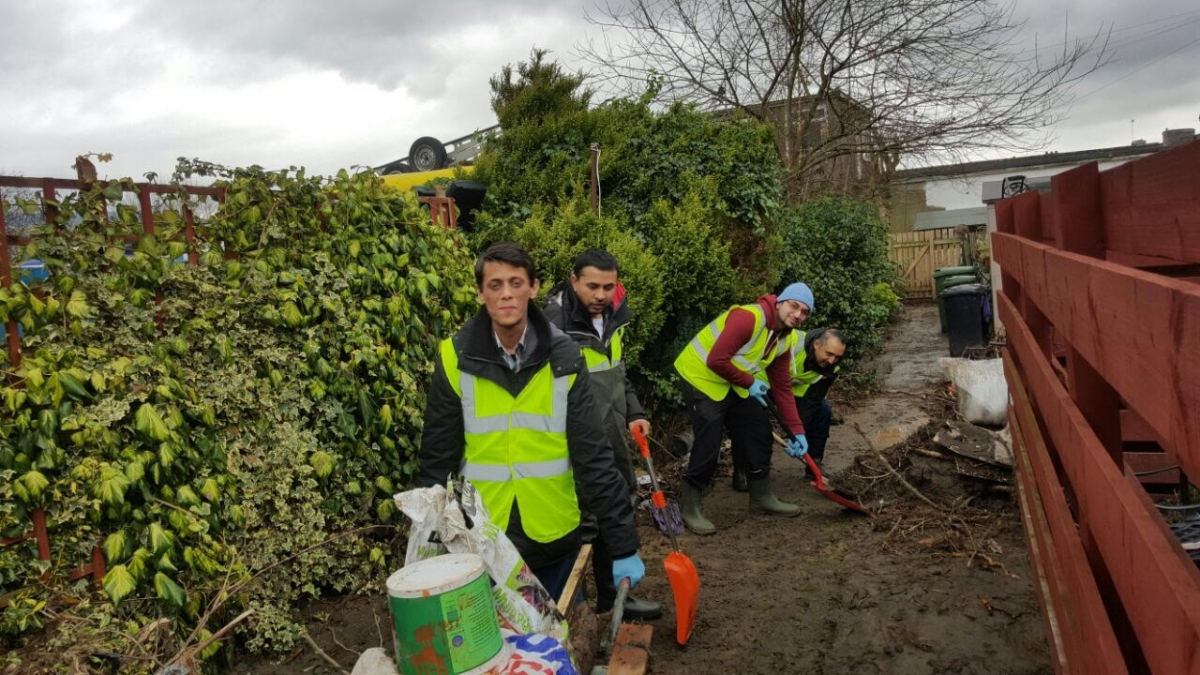 Young Muslims assist with Cumbria flood relief